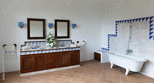Fotografía  Bathroom in Spanish style