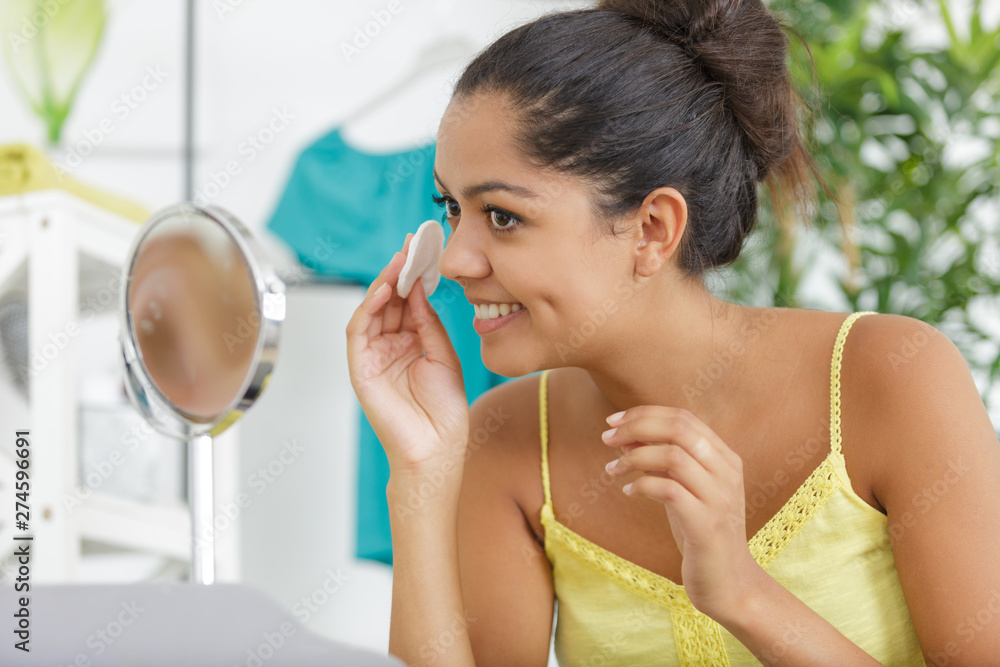 Fototapety, obrazy: woman removes cosmetics with cotton swab