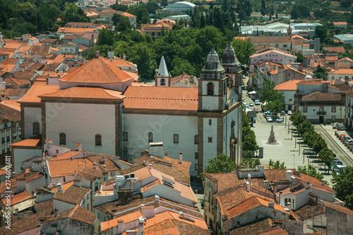 Church of Santa Maria da Devesa in front of square and roofs Billede på lærred