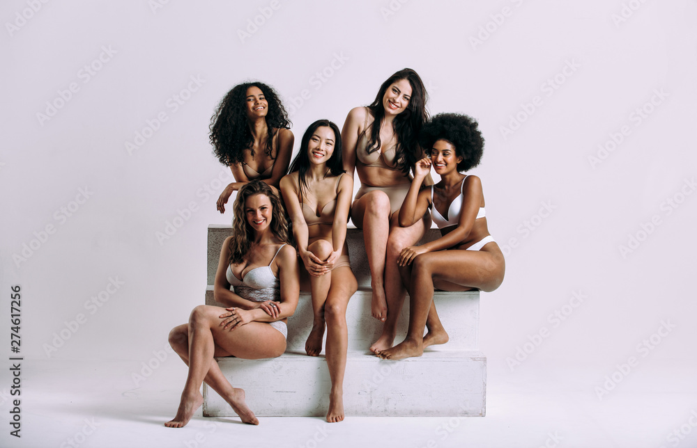 Fototapety, obrazy: Group of women with different body and ethnicity posing together to show the woman power and strength. Curvy and skinny kind of female body concept