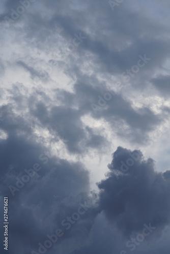 Montage in der Fensternische Darknightsky Clouds and sky scenic views