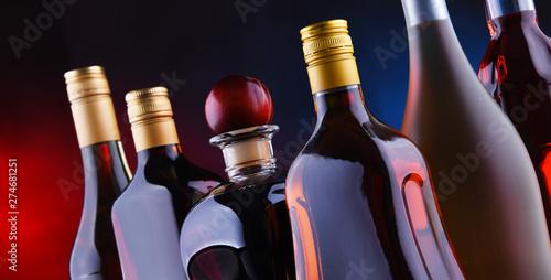 Pinturas sobre lienzo  Bottles of assorted alcoholic beverages.