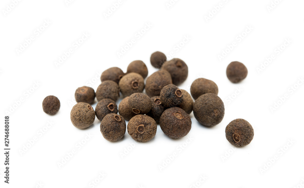 Fototapety, obrazy: Scattered allspice isolated on white background