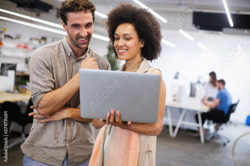 Poster Ecole de Danse Young african american woman working with tablet in office