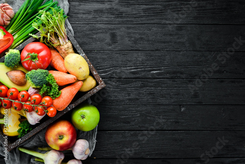 Valokuva  Vegetables in a wooden box