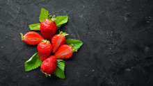 Fresh Strawberry With Leaves O...