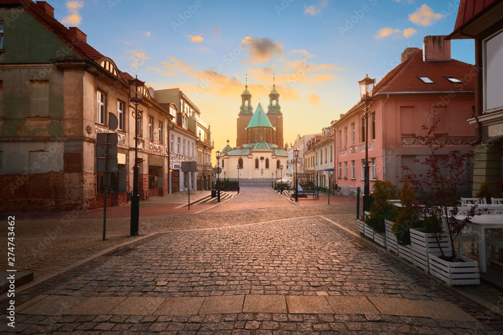 Fototapety, obrazy: Historical road leading towards Gniezno Royal Cathedral on a sunset.
