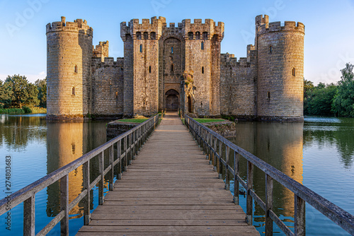 Naklejki do przedszkola  historic-bodiam-castle-and-moat-in-east-sussex