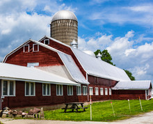 Classic Vermont Red Dairy Barn...
