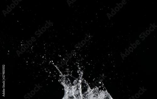 Fotografie, Obraz  Salpicaduras de agua sobre fondo negro