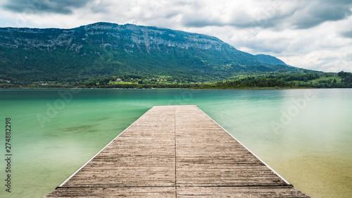 Les très belles couleurs du lac d'Aiguebelette en Savoie