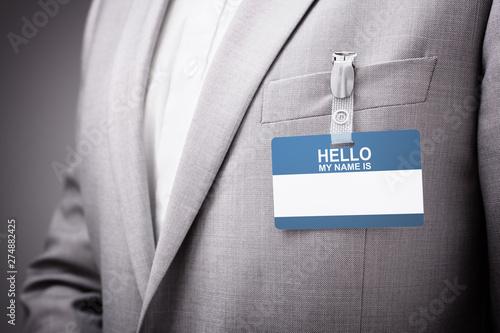 Fotografía  Businessman wearing Hello my name is tag