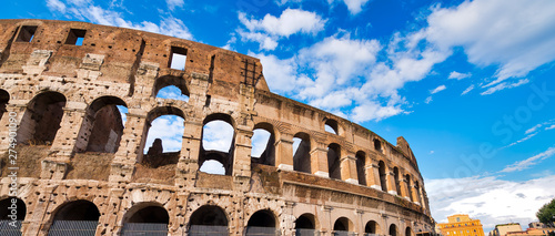 Foto Colosseum on a sunny day in Rome, Italy