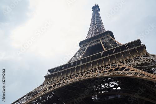 Montage in der Fensternische Paris Eiffel tower in a cloudy day