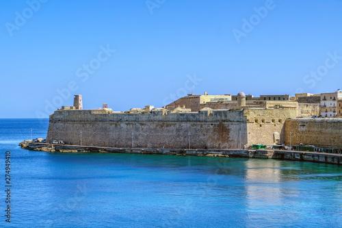 Foto auf Gartenposter Stadt am Wasser View of Valletta walls, Malta