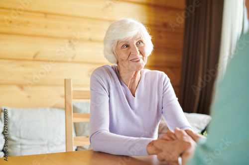 Poster Ecole de Danse Smiling aged casual female looking at her at husband during talk