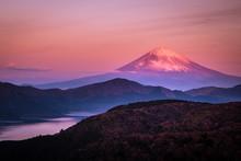 【神奈川県】箱根大観山から芦ノ湖と紅富士