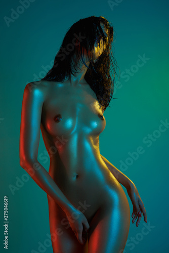 Poster womenART Neon light filters on naked body of dancing girl. Sexy woman.