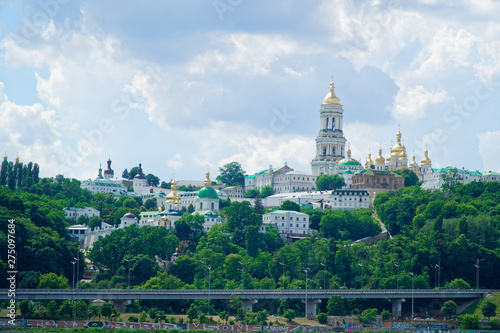 Staande foto Kiev Kyiv cityscape with with Kiev Pechersk Lavra monastery and the Motherland Monument, Ukraine. Kiev Pechersk Lavra or the Kiev Monastery of the Caves.