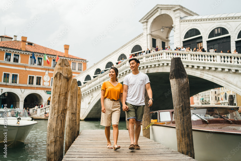 Fototapety, obrazy: Loving couple on vacation in Venice, Italy - Millennials visiting the famous Rialto Bridge while walking on the wooden pier