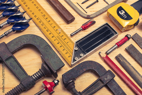 Fotografia  composition of various mechanical tools related to the trade of carpenter
