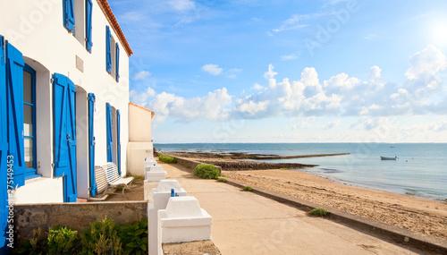 Cadres-photo bureau Amsterdam Maison en bord de plage sur l'île de Noirmoutier