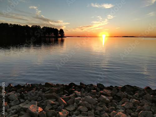 Fotomural monticello reservoir in south carolina at sunset