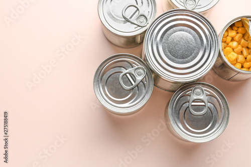 Cuadros en Lienzo Tin cans with food on light background