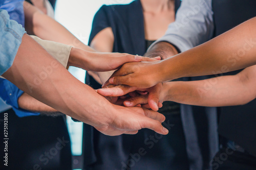 Photographie  business people stacking hands together to cheer up team spirit