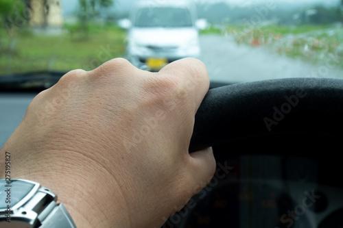 Photo 自動車の運転 対向車 雨の日