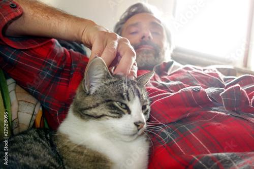 Cuadros en Lienzo  man and cat