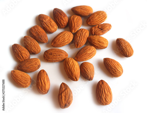 Fotografía  Raw peeled almond grains isolated on white background. Top view.