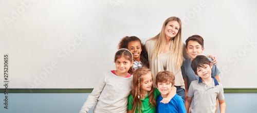 Fotografía  Group of kids of a class of elementary school