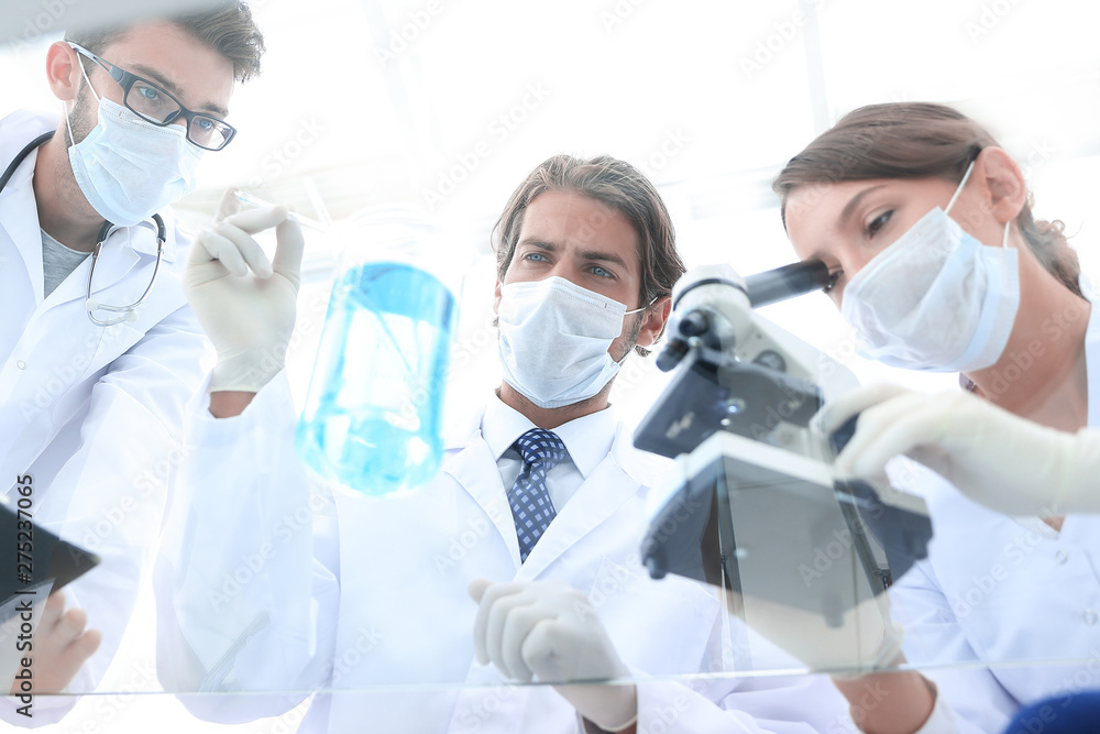 Fototapety, obrazy: scientists conducting research in a lab environment