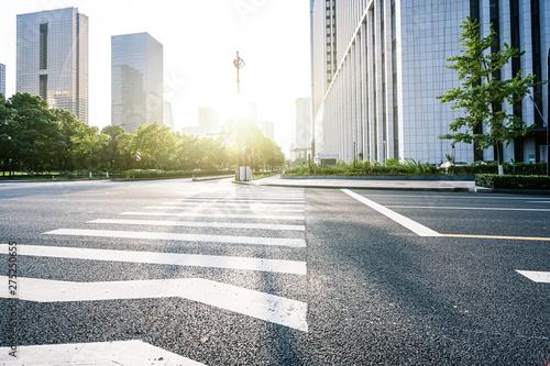 Obraz road in city - fototapety do salonu