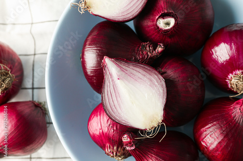Stampa su Tela Plate with red onion on towel background, closeup