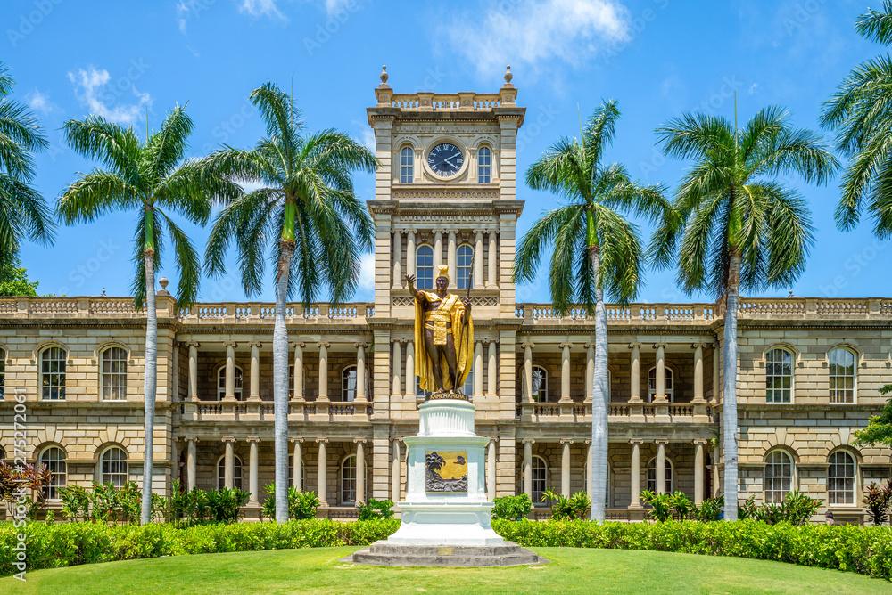 Fototapety, obrazy: Kamehameha statues and State Supreme Court, hawaii