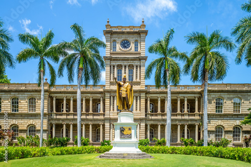 Kamehameha statues and State Supreme Court, hawaii Canvas