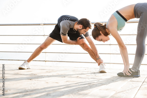Photo  Attractive sporty young fitness couple