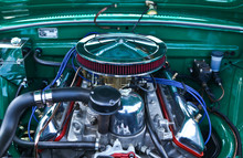 Classic Muscle Car Engine Clos...