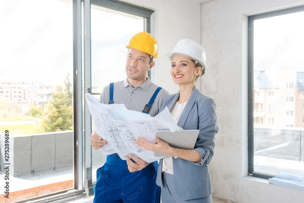 Fototapety, obrazy: Project owner and construction worker during acceptance