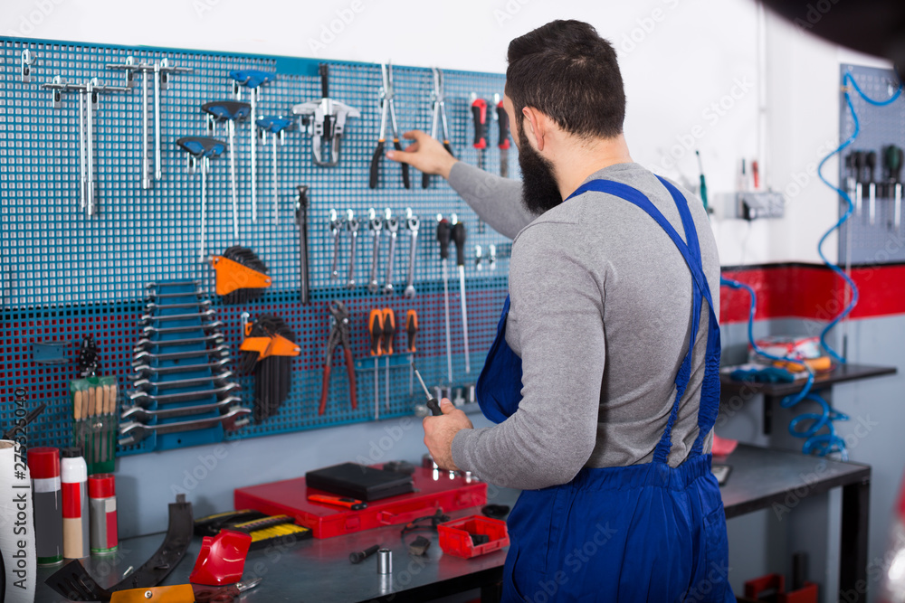 Fototapety, obrazy: Young man is ready to use his tools