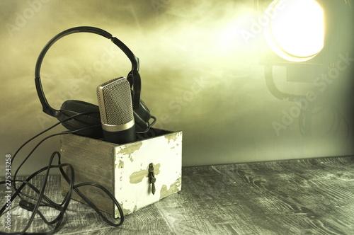 Obraz Sprzęt do słuchania i śpiewania piosenek. - fototapety do salonu