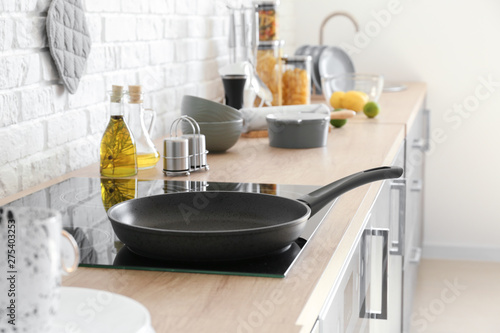 Frying pan on electric stove in kitchen Canvas-taulu