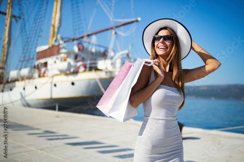 Luksusowe życie dla kobiet korzystających z podróży, letnie wakacje