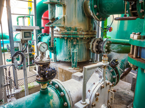 Pinturas sobre lienzo  Pressure gauge of measuring instrument close up in industry zone at power plant