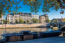 France, Paris, 4th Century, île Saint-Louis, Buildings Of The Quai De Bethune And Pont De Sully On The Seine River, Seen From The Quai De Tournelle