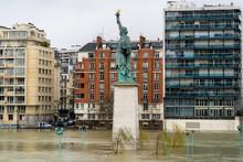 Europe, France, Ile De France, Paris, Statue Of Liberty, By Auguste Bartholdi, On L'Ile Aux Cygnes (The Isle Of Swans) Near The Pont De Grenelle, 15th Arrondissement. January 2018.
