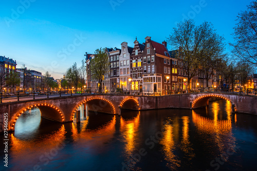 Canals of Amsterdam at night Canvas-taulu
