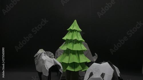 Cuadros en Lienzo Origami Tree on black background
